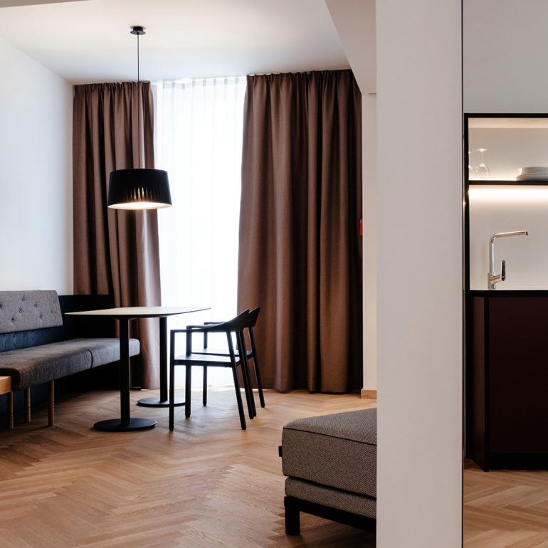 melter-hotel-deluxe-apartment-lounge
